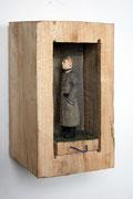 Kiste 32 - Mann mit sich neigendem Kopf, Pappelholz, Farbe, Schnur, 2014