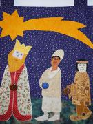 Die heiligen drei Könige folgen dem Stern nach Bethlehem und bringen ihre Gaben