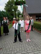 Ankunft beim Kinderkönigspaar Lena Schröder und Luca Robohm.