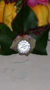 """Anstecknadel, auf einem Efeublatt gesteckt, mit der Gravur """"40 Jahre Damenabteilung Sch.V. Weißenmoor 2010"""""""