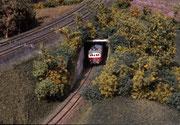 Der Kittel-Dampftriebwagen verlässt die Unterfahrung der Hauptstrecke.