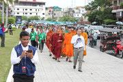 Unser Marsch zum Wat Phnom.