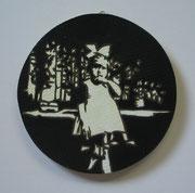 Püpp am Daumenlutschen, 2011, D = 15,5cm,  Acryl, Lack auf Siebdruckplatte