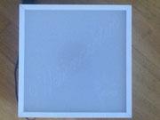 Als Deckel benutzen wir ein weißes Plexiglas