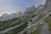 Auf dem Weg zur Südwandhütte, im Hintergrund unser Ziel