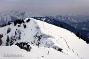 Einige Wächten zieren den Gipfelgrat zum Bodenschneid