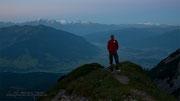 Kurz vor Sonnenaufgang beim Aufstieg zum Riemannhaus