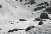 Das große Schneelfed unterhalb des Klettersteiges