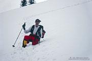 Immer wieder brechen wir bis zur Hüfte in den tiefen Schnee ein. Das nächste Mal müssen Schneeschuhe her...