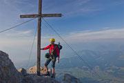 Ziemlich eng ist es am Gipfel, kaum Platz zum Stehen...