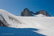 Dachsteingletscher mit Blick über Ostgrat zum Gipfel