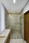 box doccia con due fissi laterali e anta con cerniere vetro-vetro