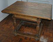 OB0004/ Tisch ~1750, Eiche, EUR 650,-