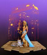 Les Gardes de Cléopâtre (Plat d'étain transformé 130 mm. Création des deux Guépards en carte plastique 1,2 mm, le dallage idem 2 mm, le temple du fond est dessiné à la main et retranscrit en photo).