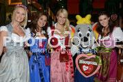 """Dresscoded Wiesngaudi"", Monica Ivancan, Karen Webb, Natascha Grün, Miriam Ivancan"