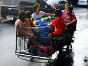 Happy Songkram - alle kommen nach Banglamphoo zum Mitfeiern
