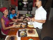 ... und gibt uns mit viel Empathie einen Einblick in die kambodschanische Küche
