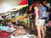 Einkauf - Lyly zeigt uns den Markt von Battambang