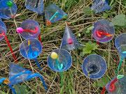 ©Trash/Treasure, 'natürlich künstlich', eine Installation aus 4000 'Blumen'