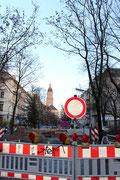 Niedstrasse mit Blick auf das Rathaus Friedenau. Foto: Helga Karl