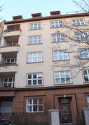 Wohnhaus Niedstr 5 in Friedenau. Hier wohnten Kurt Tucholsky (nach 1924) und Erich KästnerFoto: Helga Karl