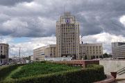Place de l'Indépendance, l'Université d'Etat.