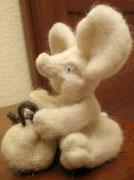 Мыша с мешочком.Находится в частной коллекции.Кисловодск