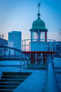 Alt und Neu auf Eis - Eiskalter Morgen in Hamburg