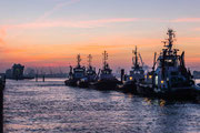 Hafen Schlepper am frühen Morgen
