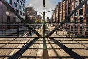Schattenwelt auf der Brücke
