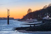 Blick über die Elbe gen Airbus Finkenwerder