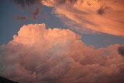 Dopo il buoi del temporale spazio ai colori delle nuvole