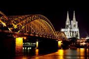 Köln - Kölner Dom bei Nacht - Hohenzollernbrücke