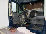 Verdrahtungsarbeiten im Fahrerhaus