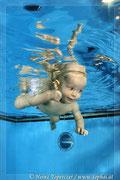 Babyshooting unter Wasser, Unterwasserbabyfoto, Baby unter Wasser, Unterwasserfotografie, Babyschwimmen