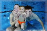 Unterwasserfoto Baby, Babyshooting, Baby unter Wasser, Unterwasserfotografie,  Babyschwimmen
