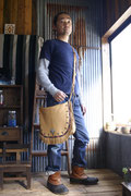 鹿革のショルダーバッグ