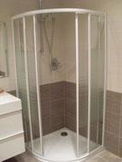 Mampara semicircular de ducha en Vizcaya