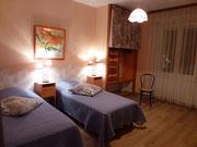 Chambre de deux lits de une personne