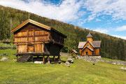 Die Stabbur genannten Hochspeicher sind typisch für norwegische Bauernhöfe.