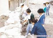【パネル番号3】土石流対策のため土嚢を積む(島原)