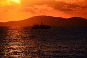 Die Sonne versinkt im Meer