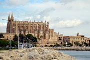 Kathedrale von der Strandpromenade