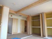 大黒柱のある寝室