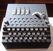 Sala delle esposizioni, la mitica Enigma ultima versione a quattro tamburi - Gen. Cremona.