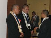 (左)寺門俊明代表と(右)茨城仏青会長 常葉法雄会長