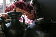 Tibet, Darchen, Babyfüße und Teekannen
