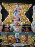 Nepal, Parping, Altar im Karmapa Tempel