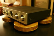 "Gerätebasis ""Lyra"" für audiophile HiFi-Geräte"