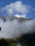 雲が湧く朝(上高地)